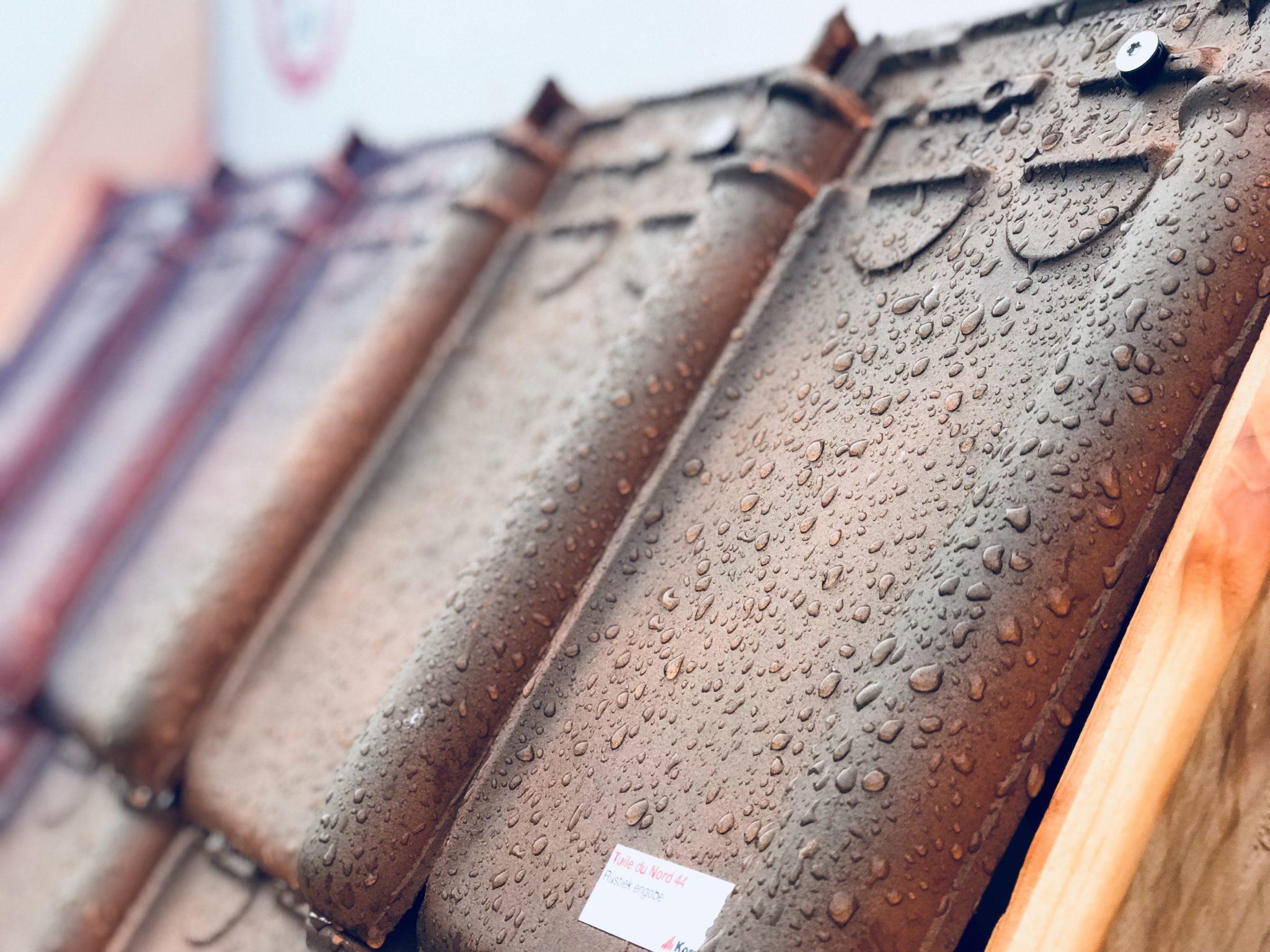 Mundimat Dakmaterialen | nieuwe dakpannen en hulpstukken verankeren